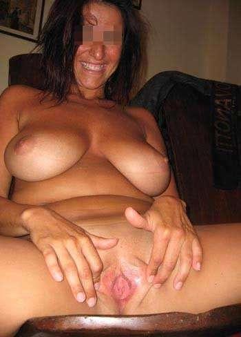 Femme pipeuse qui souhaite se faire déboiter le sexe et enculer sur Claye-Souilly