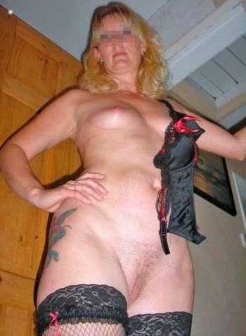 Belle fille à Le Plessis-Robinson pour un plan fesses